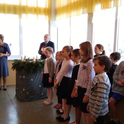 Pirmās Adventes svecītes iedegšana ar priesteri Robertu Maciejevski