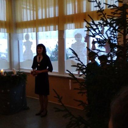 Otrās svecītes iedegšana ar JIC vadītāju Ainu Odiņecu